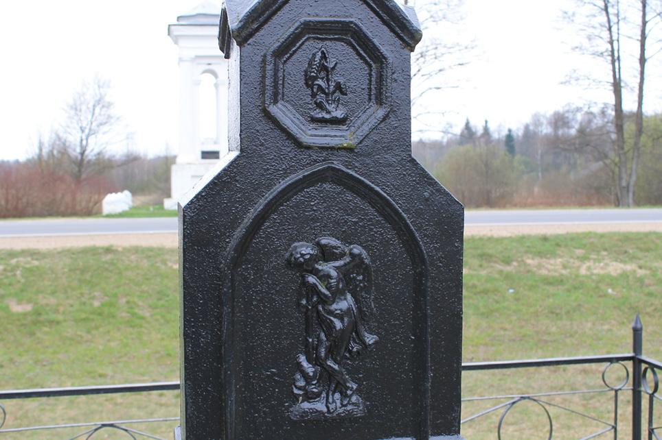 Памятник с ангелом География и экономика Эконом памятник Купола с профильной резкой Карпинск